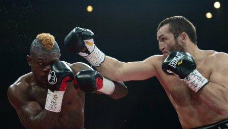 Денис Лебедев защитил звание чемпиона WBA