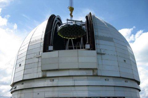 На самый большой в Европе телескоп установили 40-тонное зеркало