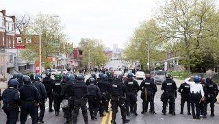 В Балтимор введены полторы тысячи бойцов Нацгвардии.