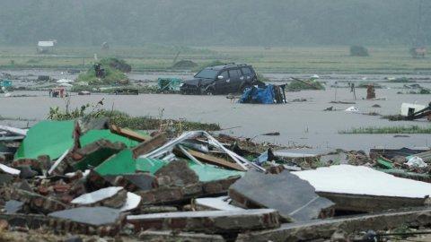 Цунами в Индонезии, сотни погибших.