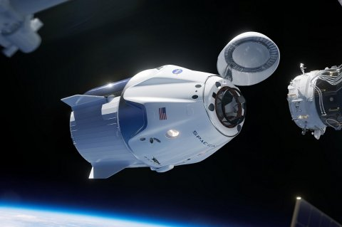 Стыковка корабля Crew Dragon с МКС