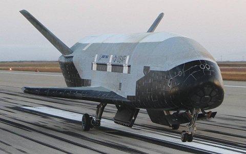 Беспилотный космоплан X-37B вернулся на Землю после 780 дней на орбите