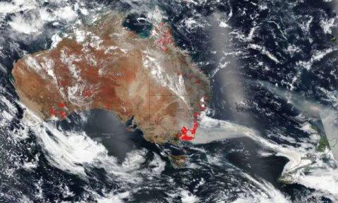 Пожары в Австралии сняли из космоса: масштаб катастрофы поражает