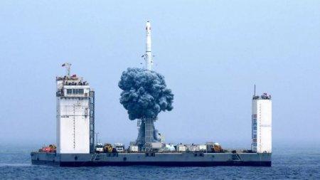 Китай впервые осуществил запуск спутников с морского космодрома