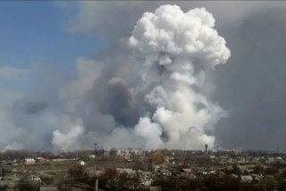 Пожар и взрывы на складе боеприпасов под Рязанью.