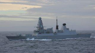 Британский эсминец обстрелян в российских территориальных водах